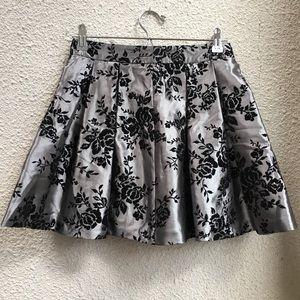 Dresses & Skirts - 🌻Silver Pleated Metallic Skirt🌻